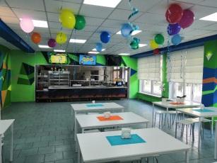 Из столовой в ресторан: ещё в одной московской школе открылось тематическое кафе
