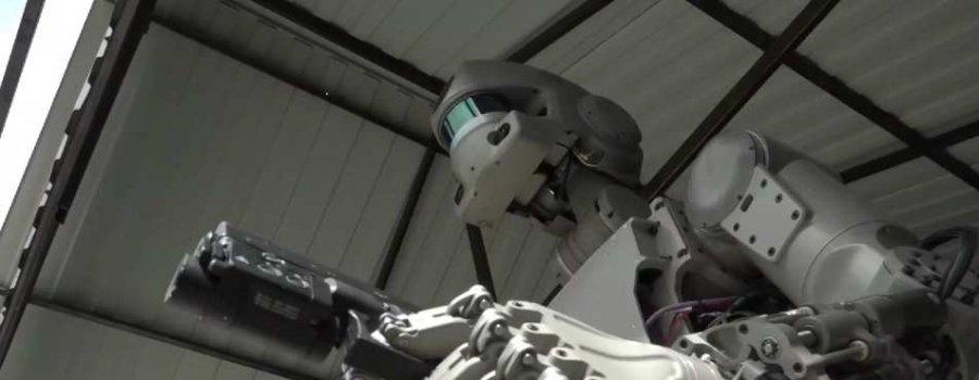 Уникальные кадры: Российский боевой робот стреляет с двух рук (ВИДЕО)