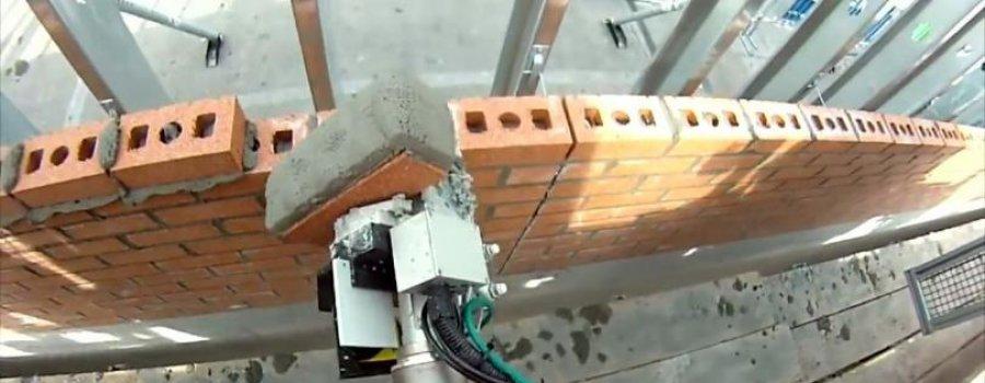 Укладывающий кирпичи робот напугал экспертов
