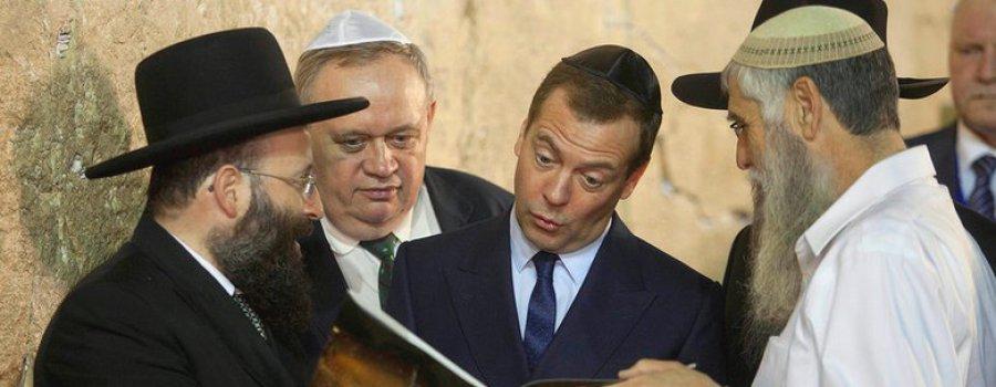 Что так удивило Д.А. Медведева в этой книге?