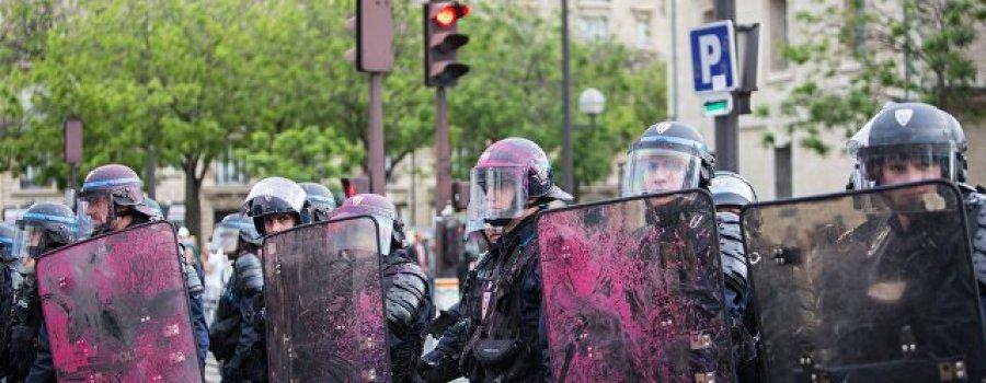 """Истина в """"бурбоне"""". Во Франции протесты запустили """"цепную реакцию"""""""
