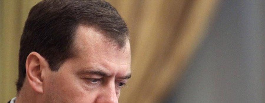 И за борт его бросает в набежавшую волну: судьба Медведева, похоже, решена